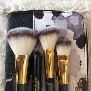 ♥️ Isaac Mizrahi cosmetic brush set